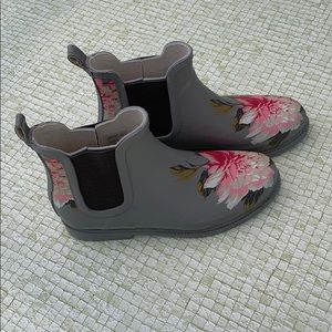 Shoes - Floral Rainboots